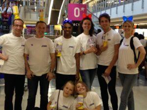 Equipe de quêteurs des JNAA Paris centre commercial Bercy 2. Un grand merci (de gauche à droite) à Chrisptophe, Angelo, Roberto, Vanina, Daniel, Sandra, Julie et Clara