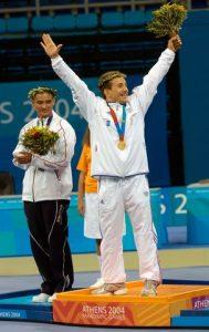 Phot de Cyril JONARD lors de la remise de médaille aux Jeux Paralympiques à Athènes en 2004