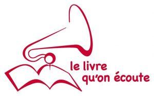 """Logo de """"livre qu'on écoute"""" écrit en rouge et un dessin qui représente un livre sur lequel il y a dessus le pavillon d'un phonographe."""