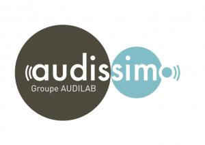 Logo Audissimo, groupe Audiolab. 2 grands ronds (un gris, un bleu ciel) avec le nom qui rentre dans ces 2 ronds.