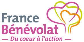 """Logo de l'association de France Bénévolat avec l'inscription """"du coeur à l'action"""" avec un arbre à coté en 3 couleurs."""