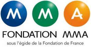 Logo de la fondation MMA. 3 M dans des ronds de couleur bleu, vert et orange avec l'inscription fondation MMA en dessous puis sous l'éfigide de la fondation de France